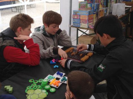 A NovaLudica! I ragazzi sperimentano i giochi.